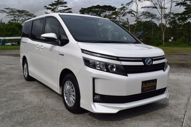Autoadsja Cars For Sale In Jamaica: 2015 Toyota VOXY HYBRID 18A X MODEL For Sale In Outside