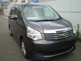 '11 Toyota Noah for sale in Jamaica