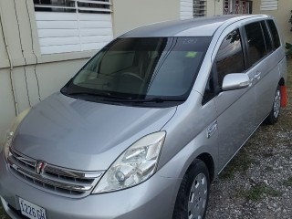 '10 Toyota Isis for sale in Jamaica