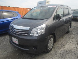 '12 Toyota Noah for sale in Jamaica