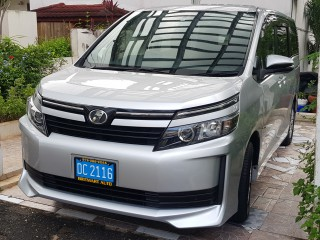 2015 Toyota Voxy for sale in Kingston / St. Andrew, Jamaica