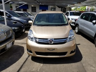 '13 Toyota ISIS for sale in Jamaica