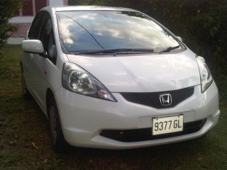 '09 Honda Fit for sale in Jamaica