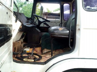 '90 Renault Truck for sale in Jamaica