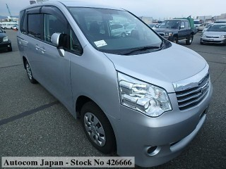 '13 Toyota Noah for sale in Jamaica