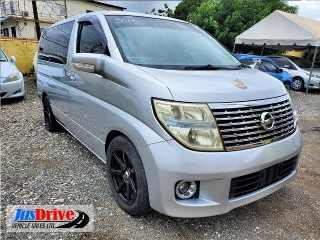 2010 Nissan elgrand for sale in Kingston / St. Andrew, Jamaica