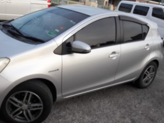 2012 Toyota Aqua Hybread for sale in St. Catherine, Jamaica