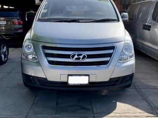 2018 Hyundai H1  12 Seater for sale in Kingston / St. Andrew, Jamaica