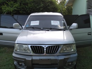 2003 Mitsubishi Freeca for sale in Kingston / St. Andrew, Jamaica