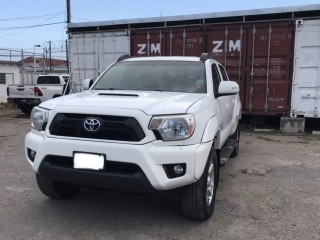 '13 Toyota Tacoma for sale in Jamaica