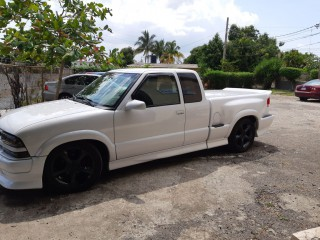 2001 Chevrolet S10 Xtreme Pickup for sale in Kingston / St. Andrew, Jamaica