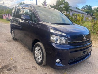 2011 Toyota Voxy for sale in Kingston / St. Andrew, Jamaica