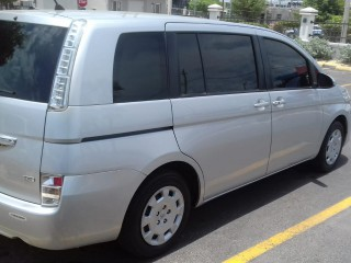 '15 Toyota Isis for sale in Jamaica