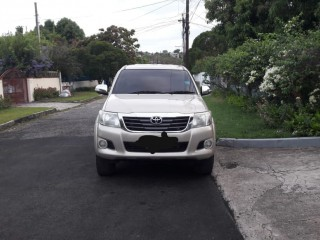 '14 Toyota Hilux for sale in Jamaica