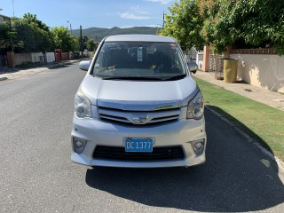 '12 Toyota NOAH SI for sale in Jamaica