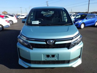 '14 Toyota Voxy for sale in Jamaica