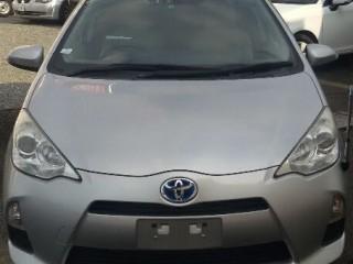 '13 Toyota AQUA for sale in Jamaica