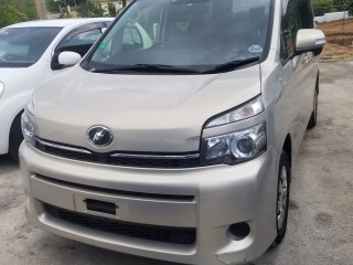 2014 Toyota Voxy for sale in Manchester, Jamaica