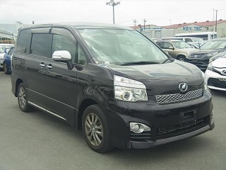 '13 Toyota Voxy ZS for sale in Jamaica