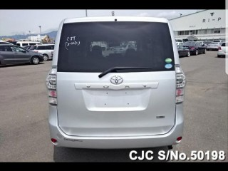 '13 Toyota voxy for sale in Jamaica