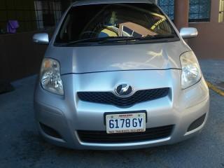 '10 Toyota Vitz for sale in Jamaica