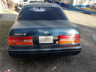 '01 Toyota Crown for sale in Jamaica