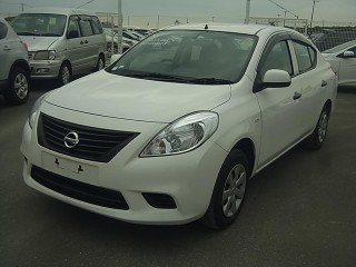 '13 Nissan Tiida for sale in Jamaica