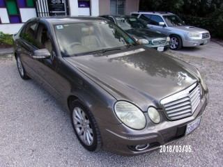 '07 Mercedes Benz E200 for sale in Jamaica