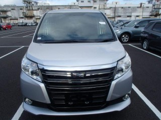 '14 Toyota Noah for sale in Jamaica