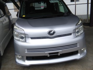 '09 Toyota Voxy for sale in Jamaica