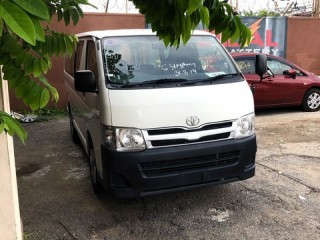 2013 Toyota Hiace DUAL AC for sale in Kingston / St. Andrew, Jamaica