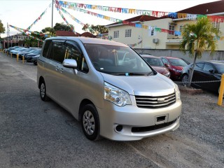 2010 Toyota Noah for sale in Kingston / St. Andrew, Jamaica