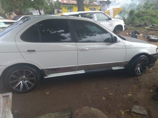'00 Nissan B15 for sale in Jamaica