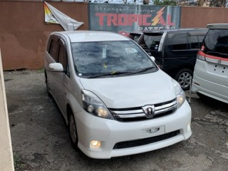 2011 Toyota Isis platana for sale in Kingston / St. Andrew,