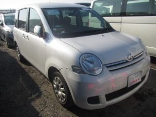 '12 Toyota Sienta for sale in Jamaica