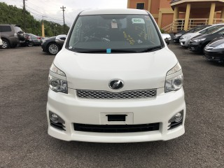 2011 Toyota Voxy ZS for sale in Manchester, Jamaica
