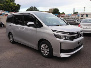 2015 Toyota Voxy for sale in Kingston / St. Andrew,