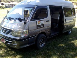 '04 Toyota Hiace for sale in Jamaica