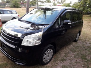 2010 Toyota Noah   Voxy New Import for sale in Kingston / St. Andrew, Jamaica