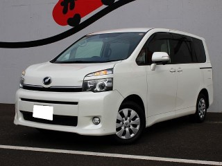 '11 Toyota Voxy for sale in Jamaica