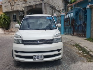 '05 Toyota Voxy for sale in Jamaica