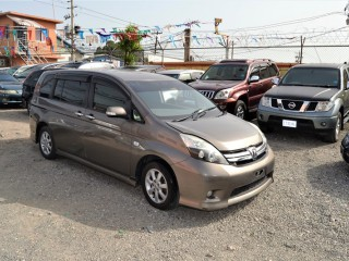 '11 Toyota isis for sale in Jamaica