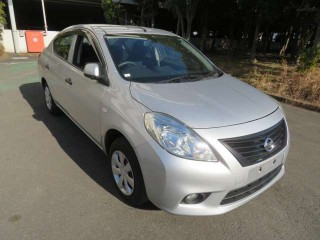 2013 Nissan Tiida latio for sale in Kingston / St. Andrew, Jamaica